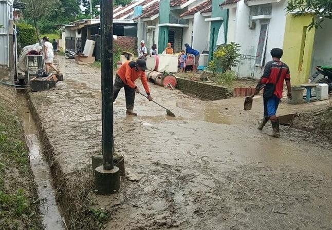 Tingginya curah hujan di wilayah Kota Semarang dan sekitarnya beberapa hari ini, membuat Pemerintah Kota Semarang harus ekstra kerja keras.